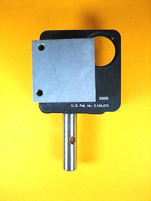 Newport - 9809 - Corner Mirror Mount 1.0 Inch 1 Allen-key 2 Adjustable Knobs