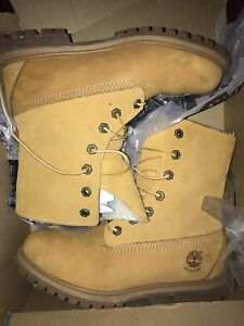 Women's authentic fleece wheat Timberland