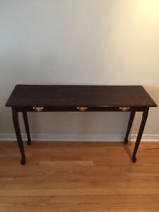 Classic end table - excellent condition