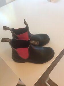Blundstones Stout Brown With Pink Elastic