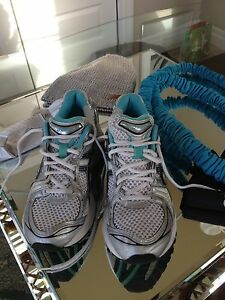 Aasics woman running shoes size 10