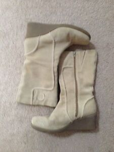 Cream suede boots size 9 Chisholm Tuggeranong Preview