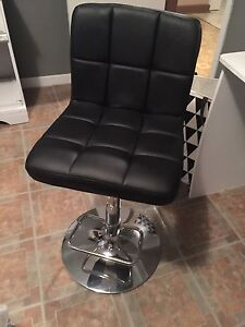 For Sale: Makeup Chair / Chair (Need Gone Asp)