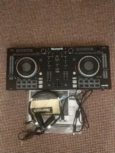 Numark Mixtrack Platinum 4-Channel Digital DJ Controller