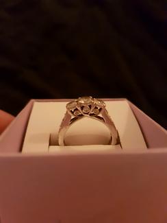 3 stone bridal ring