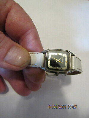 Vintage Gucci Quartz Ladies wrist watch White Leather Band W/Lots Of Years
