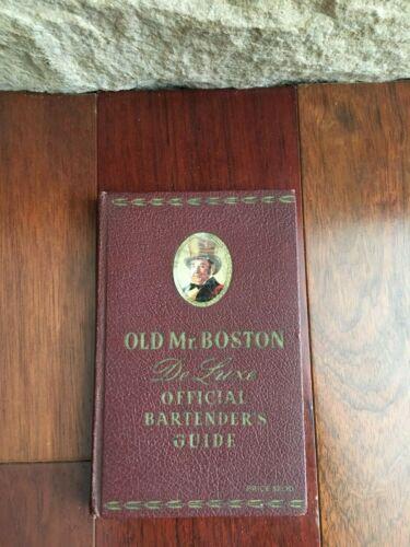 VTG 1941 OLD MR. BOSTON DELUXE OFFICIAL BARTENDERS GUIDE BOOK