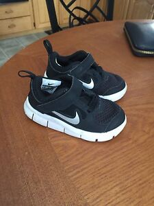 Toddler Nike shoes size 6.5