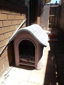 PLASTIC DOG/CAT KENNEL HOUSE Altona Meadows Hobsons Bay Area Preview