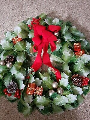 """Vintage~19"""" Large~Plastic Christmas Wreath~Holly Berries, Pinecones, Gifts(TS)"""