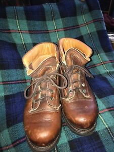 Ladies leather Prospector hiking boots size 9