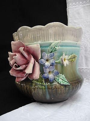 Jugendstil Cachepot Majolika Blumenübertopf mit Porzellanrosen
