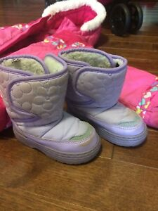 Girls size 2 snow suit and winter boots.