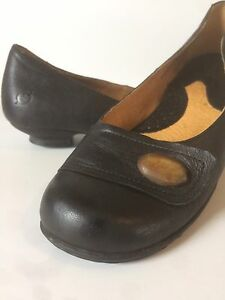 Born Ladies Black Leather 3/4 Inch Heal Shoe Size 7 1/2