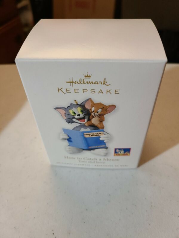 2010 Hallmark HOW TO CATCH A MOUSE Christmas Ornament TOM & JERRY