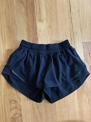"BLACK Lululemon Women's Hotty Hot Short Size 4 (2.5"" inseam)"