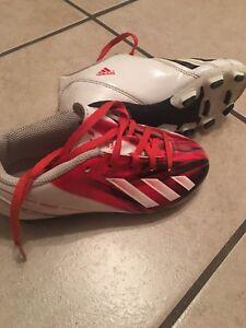 Souliers de soccer Adidas pour garçon