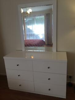 Gloss white dressing table in great condition