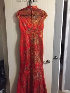 Chinese wedding dress with train size S/M ; 4/6