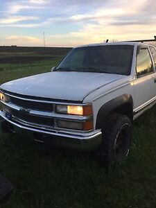 1998 Chevy 6.5 diesel 4x4  with parts truck