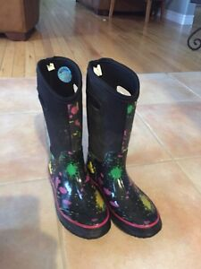 Bog style boots size 2