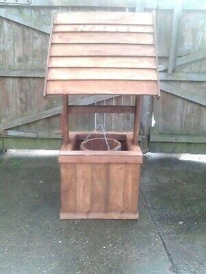 NEW  LARGE WOODEN GARDEN WISHING WELL