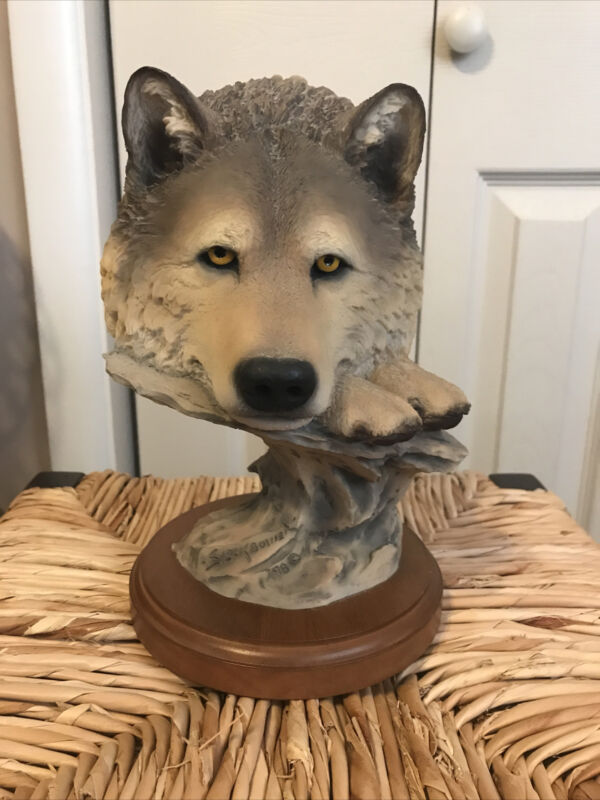 Mill Creek studios Wolf Sculpture - Time Out 46010