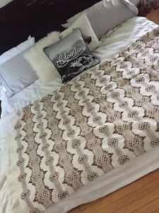 7 awesome blankets/ throws