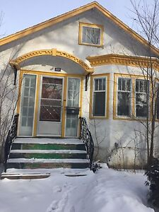 Unfurnished house closed to the downtown for rent
