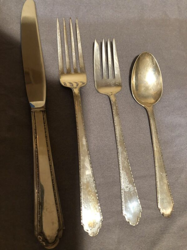 William & Mary by Lunt Sterling Silver flatware, 4 piece Place Setting 3 Avail