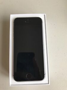 Iphone 5 se with with box,headphones,charger