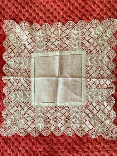 French Antique Handkerchief  - MIRECOURT lace edging on fine linon 24cm square