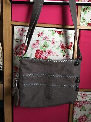 Kipling Large Alvar Bag Cross Body Never Used And Has A Lovely Interior
