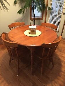 Solid maple table, 4 chairs and 2 leafs