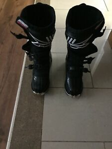 Axo motocross boots for trade