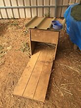 Free kennel and food bowl Davoren Park Playford Area Preview