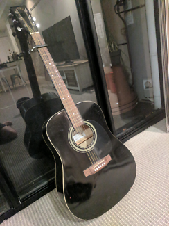 Essex Acoustic Guitar MD160 w/Steel Strings & Capo