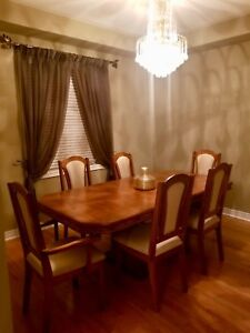 Beautiful solid wood 7-pc dining set!