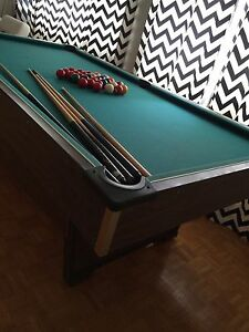 Pool table/table de billard