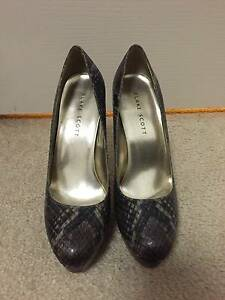 Blake Scott Heels SIZE 8 Liverpool Liverpool Area Preview