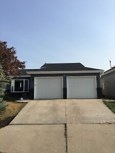 RENOVATED 4 BEDROOM FOR RENT IN THE HEART OF WHYTE RIDGE!