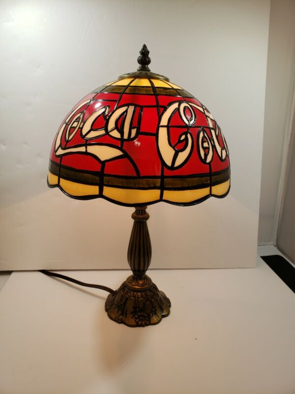 """VINTAGE """"STAINED GLASS"""" TIFFANY STYLE PLASTIC COCA COLA LAMP"""