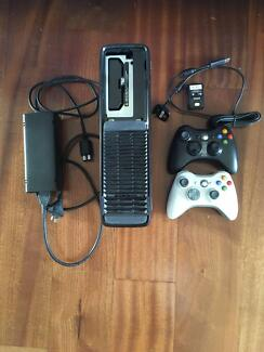 Xbox 360S 320GB + Games + Wireless Headset + Controllers + Remote