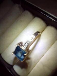 10 Carat Solid Gold Ring with a Princess cut Blue Topaz Windale Lake Macquarie Area Preview