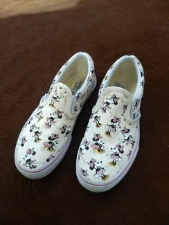 baff662b95 Girls size 2 Minnie Mouse Vans slip ons disney