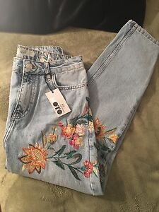 Brand New with tags Top Shop Ladies Floral Embroidered Jeans