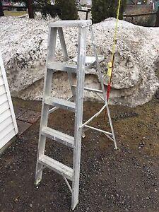Escabeau aluminium 5 pieds avec tablette amovible