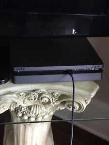 Ps4, lightly used with box