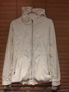 Lululemon size 8 Jacket Mint Condition