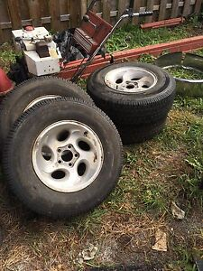 """Ford 15"""" winter tires and rims  for 4 wheel drive ,  West Island Greater Montréal image 3"""